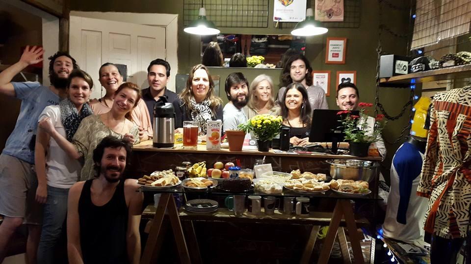 Grupo de aula com Márcio Dupont na Loja Album Hits. Participando em nós mesmo a mudança de consumo: Café compartilhado enriquecendo a todos